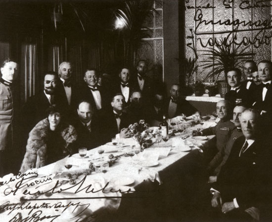 Artists and intellectuals at a meeting of the Sbafing Club in 1923