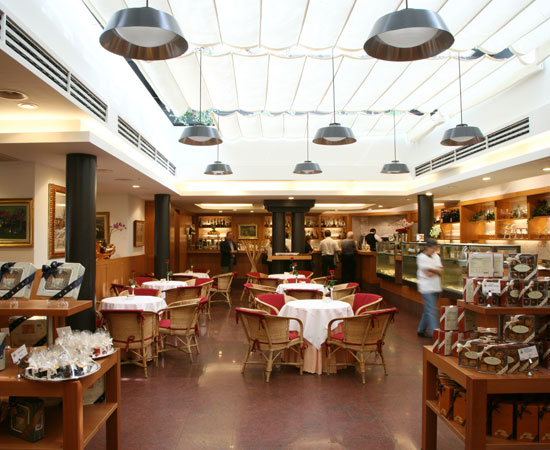 The tearoom on the first floor in via Spadari 9
